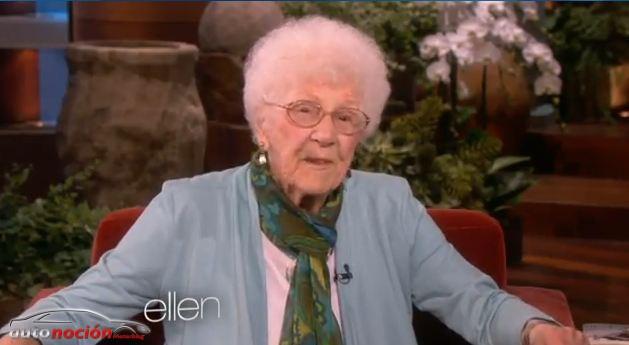 Renueva el permiso de conducir a los 105 años de edad