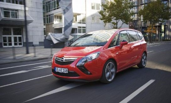 Opel Zafira Tourer BiTurbo Diésel: La monovolumen para familias con prisa