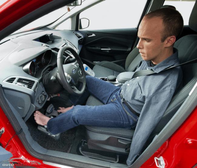 Ford y DKV garantizan la movilidad de David Rivas, el primer conductor europeo sin brazos