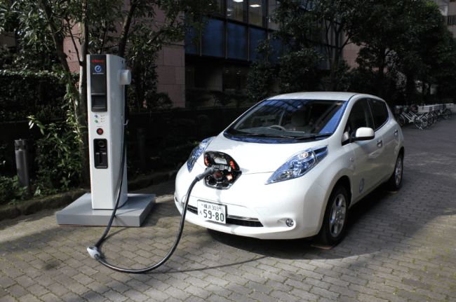 El aumento de puntos de carga rápida incrementa la practicidad del vehículo eléctrico