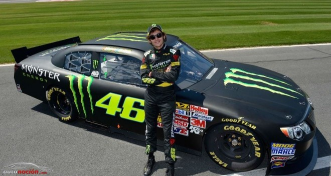 Rossi se sube al coche de NASCAR de Kyle Busch