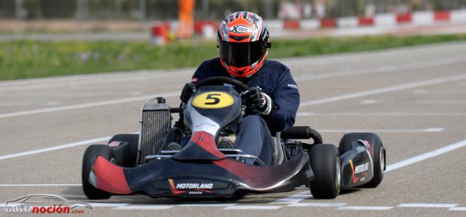 Los pilotos de WSBK calientan motores compitiendo en kart