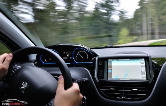 ¿Distracciones al volante?: En el mejor de los casos, 200 euros y 3 puntos
