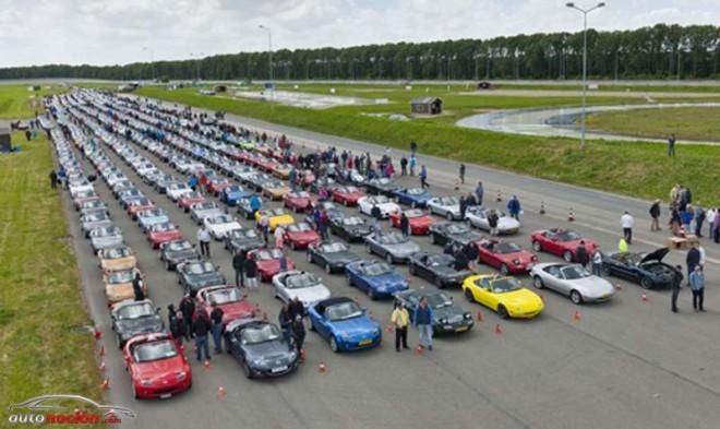 Una concentración de 683 Mazda MX-5 en Holanda, nuevo récord del mundo