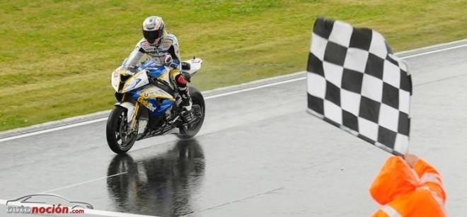 Marco Melandri gana una carrera impredecible