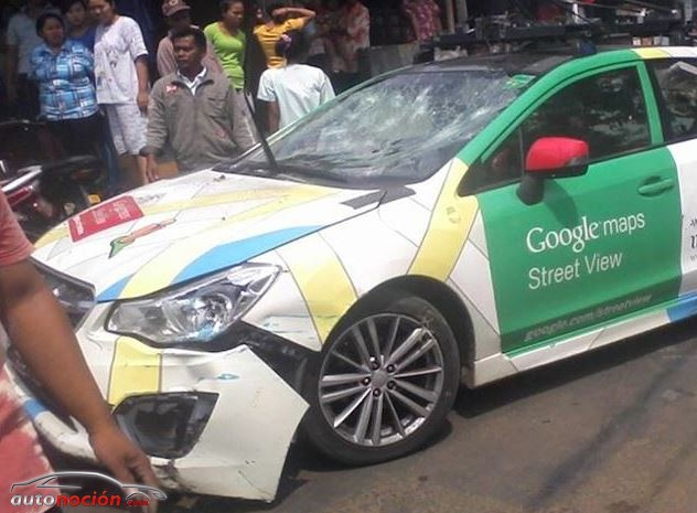 El coche de Google Street View se estrella en Indonesia