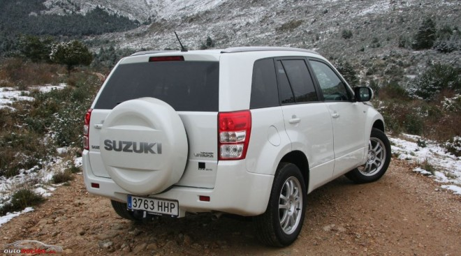 Suzuki Grand Vitara Black & White 08