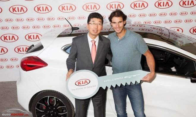 Rafa Nadal recibe la primera unidad del Kia Pro_cee´d GT