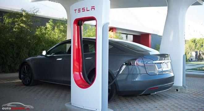 La red de estaciones de carga de Tesla no es universal: Daimler y Bosch se quejan