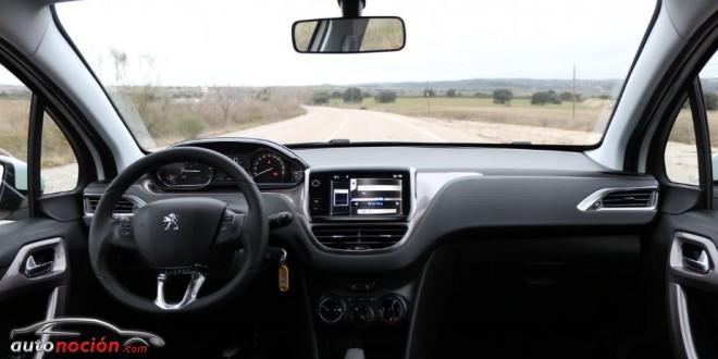 Opini n y prueba peugeot 2008 active 1 2 vti 82 cv for Peugeot 2008 interieur