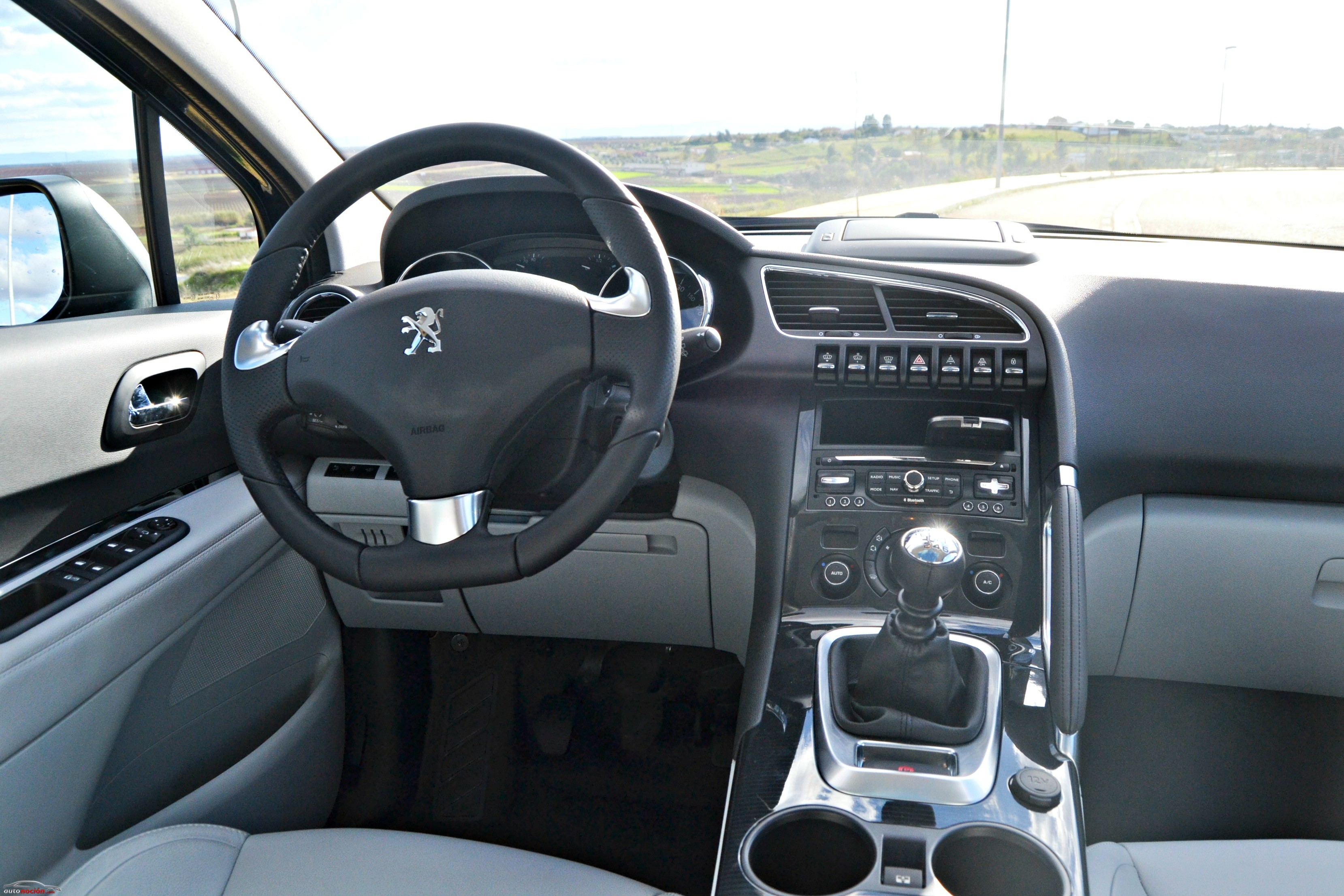 Opini n y prueba peugeot 3008 allure 150 cv hdi 2014 precio for Interieur d un couvent streaming