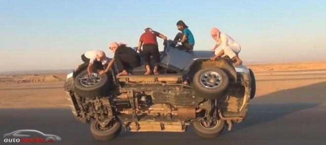 [Vídeo] ¿Un Toyota FJ Cruiser a dos ruedas para realizar un cambio de neumáticos?