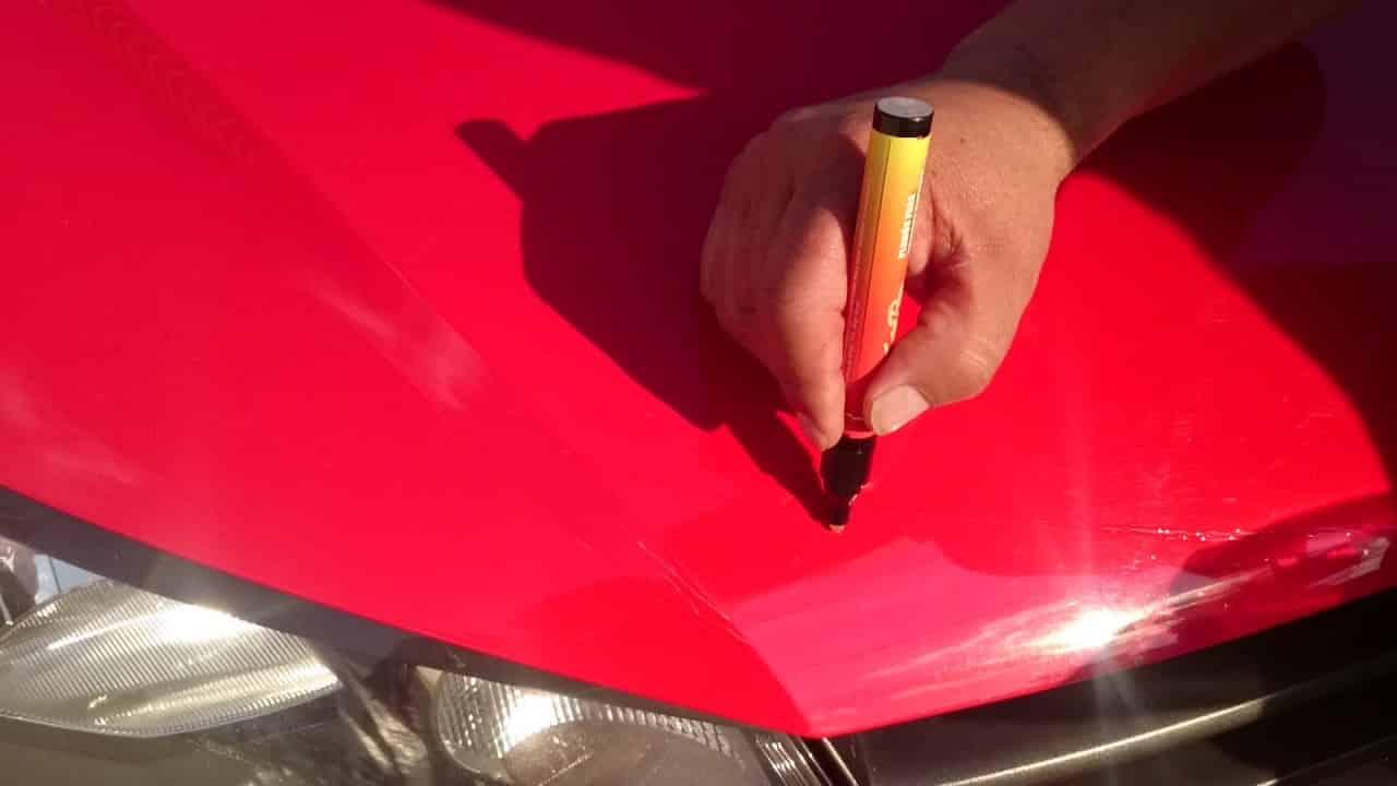Los lápices para arañazos de coche pueden resultar útiles en muchas ocasiones