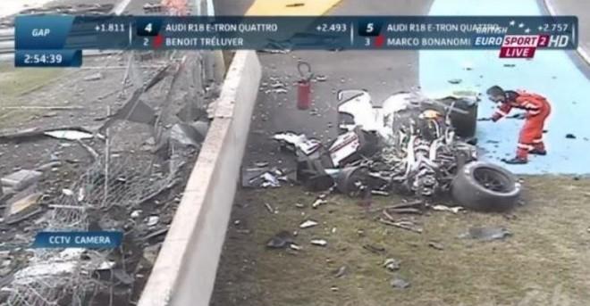 Le Mans nos vuelve dar un susto: Aparatoso accidente de un Audi R18 e-tron quattro durante las prácticas