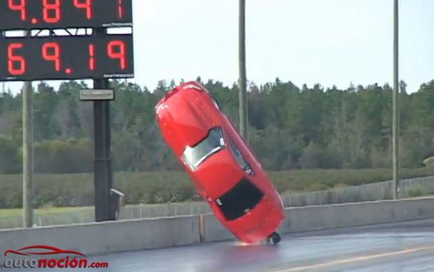 Espectacular accidente un ford mustang sale volando for Cuanto cuesta un caballete