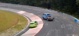 [Vídeo] ¿Es posible pasárselo bien en Nürburgring con cualquier coche?: Mira esta VW T3 pickup