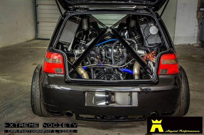 ¿Un Golf IV R32 con el motor V10 Bi-Turbo de origen Lamborghini?: 1500 cv para 900 kg