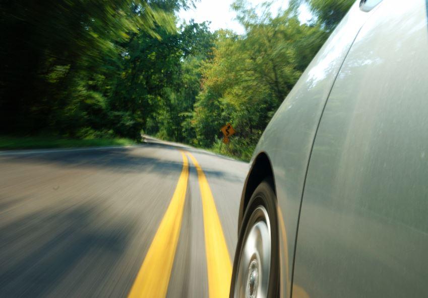 Eliminar las líneas de la carretera para reducir la siniestralidad: La idea que triunfa en Reino Unido