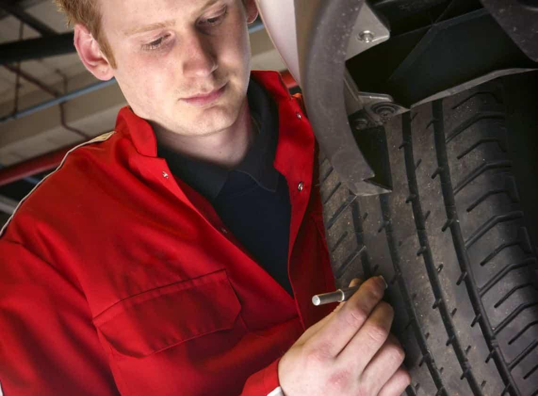 un defecto común es el desgaste de los neumáticos