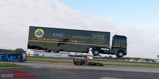 [Vídeo] Espectacular salto del trailer de Lotus F1 Team sobre un monoplaza: ¡Es real!