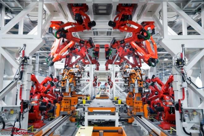 El Grupo Chrysler pasa a llamarse FCA US LLC: El nuevo plan de negocios sigue su curso…