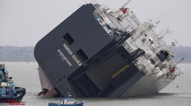 Un buque cargado con 1.400 coches de lujo encalla al sur de Inglaterra