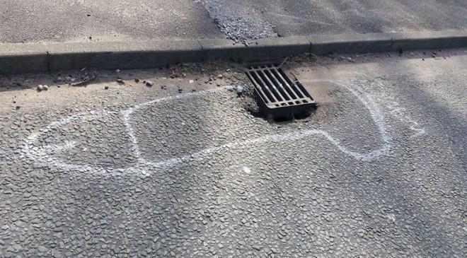 Un ciudadano pinta un pene en cada bache y logra que la administración empiece a parchear