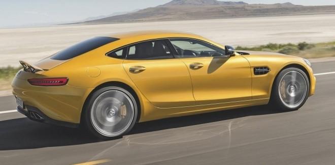 ¿Cómo sería un supuesto rival del Porsche Panamera basado en el Mercedes-AMG GT?