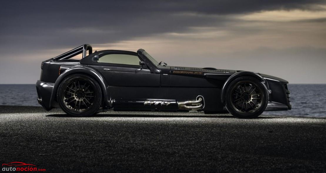 lateral Donkervoort D8 GTO Bare Naked Carbon Edition