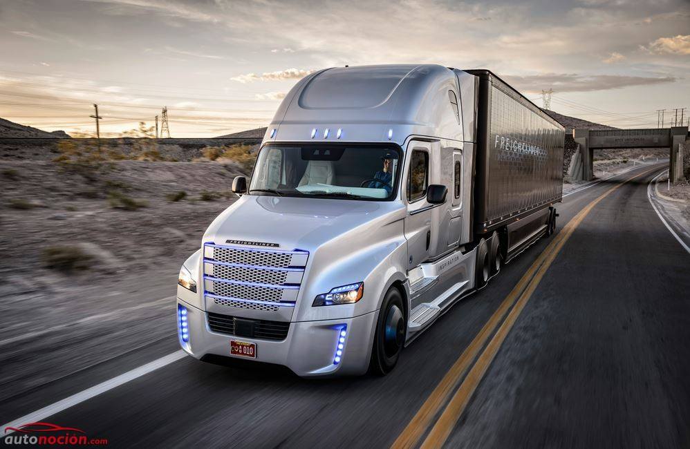 Ojo, este camión conduce solo gracias a la tecnología de Mercedes-Benz y ya tiene permiso para circular por el Estado de Nevada