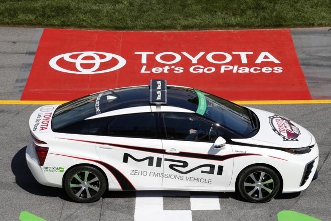 Toyota Mirai Nascar Pace Car, la berlina de hidrógeno que no teme estar entre grandes V8