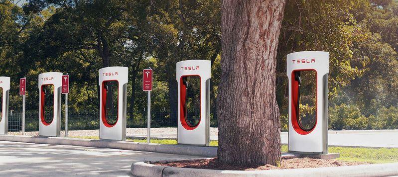 Tesla cobrará por recargar en sus estaciones: Adiós al bono gratuito