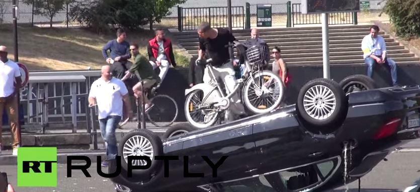 Las cosas pintan mal para UBER en Francia: La revolución de los taxistas galos llega a las calles