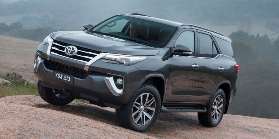 Así es el nuevo Toyota Fortuner, un derivado del Hilux: Más lujoso y llamativo, no lo veremos en Europa