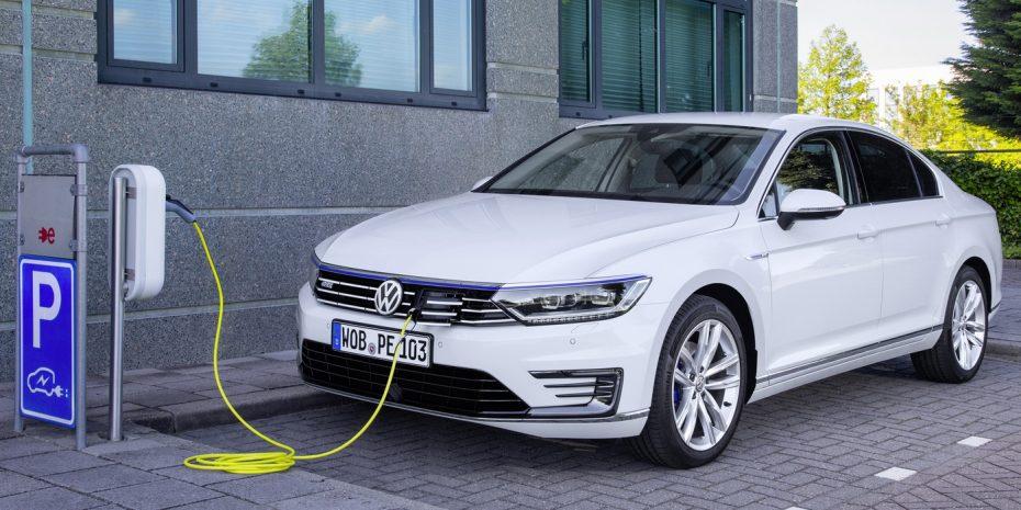 Todas las fotos del nuevo Volkswagen Passat GTE: Híbrido, rápido y frugal, llegará a España en 2016