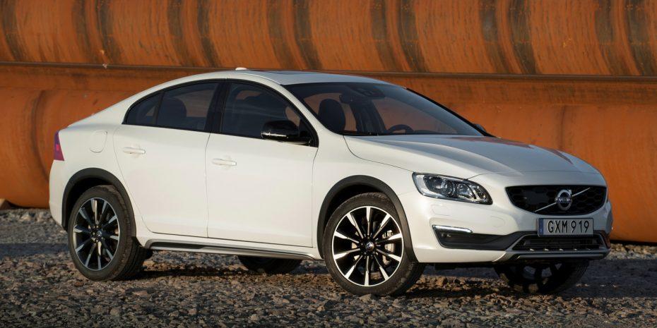 Nuevas imágenes del Volvo S60 Cross Country, esta vez con especificación europea: Precios y detalles para España