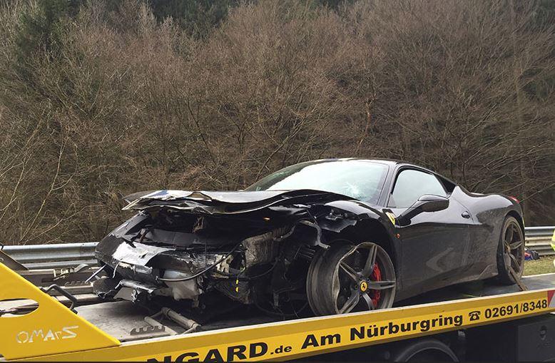 Original: Se la pega en Nürburgring y ahora recauda fondos para la cuantiosa reparación de su Ferrari