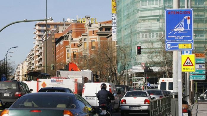 Le multan por saltarse un semáforo en Madrid…¡Mientras estaba en Murcia!