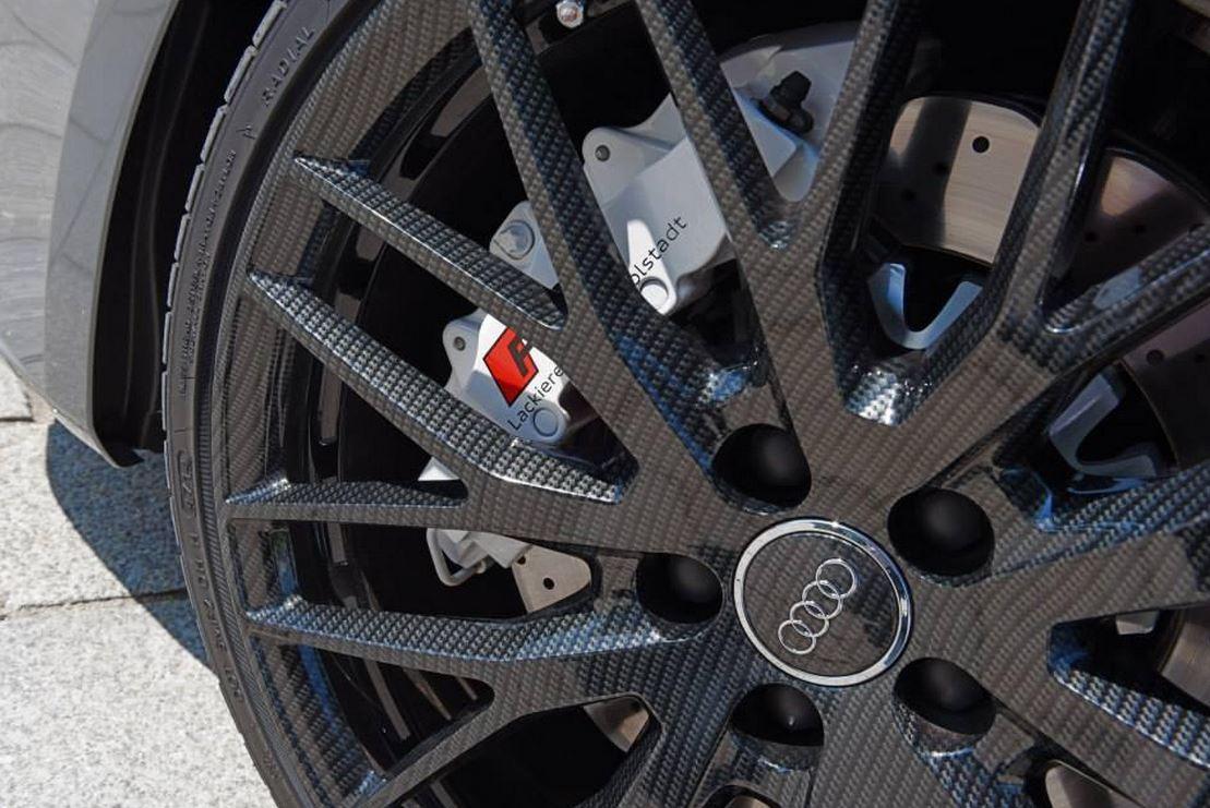 Este Audi RS3 Sportback es el primero del Grupo en equipar las famosas llantas de fibra de carbono