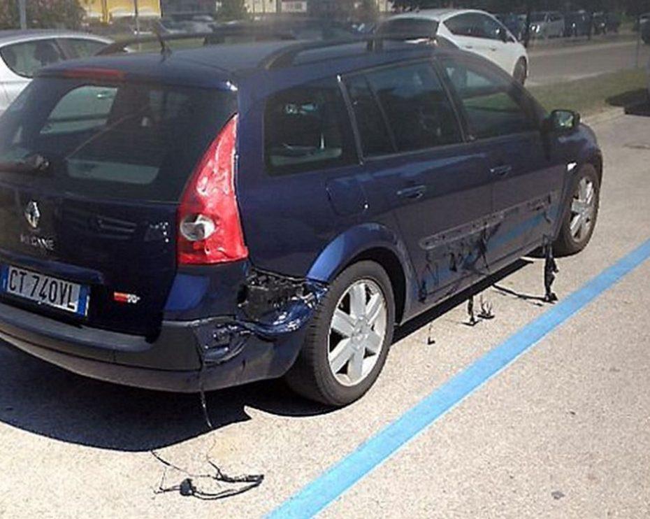Ojo a este Renault Mégane derritiéndose al sol: ¿Fake o baja calidad de plásticos?