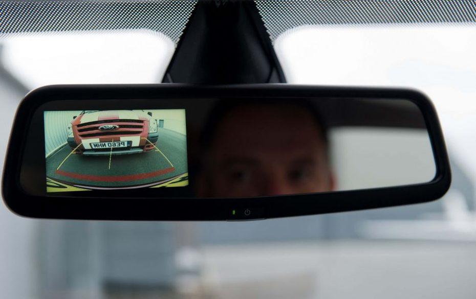Muchos sistemas de asistencia que equipan los coches nuevos ni se usan ni son del agrado de los compradores