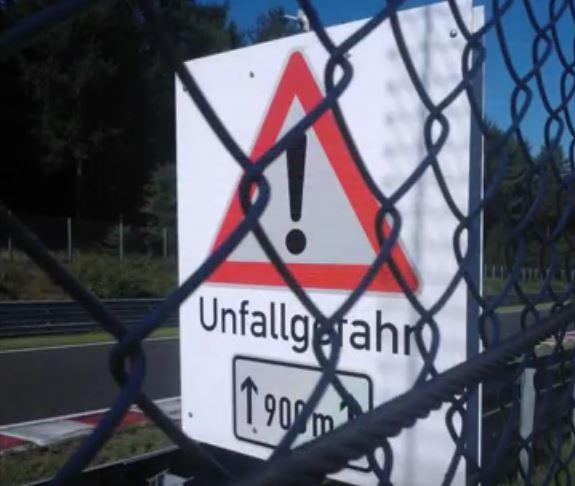 """Bye, Bye límites de velocidad: Nürburgring reemplaza límites por señales de """"concentración de accidentes"""""""