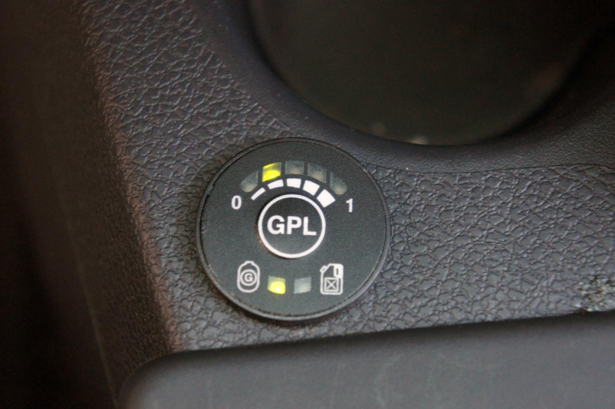 Como trabaja el regulador de la presión del combustible la gasolina