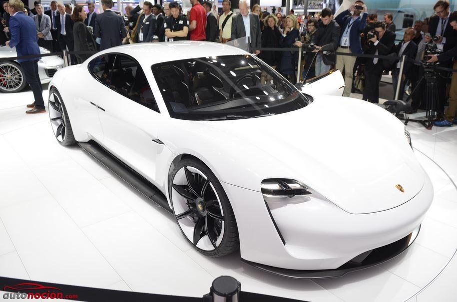 El sistema de 800 voltios, los 600 CV y los 500 km de autonomía del Porsche Mission E, deslumbran a los asistentes