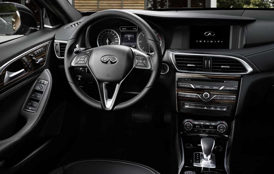 Así es el interior del Infiniti Q30: El ADN del Mercedes-Benz Clase A está más que presente