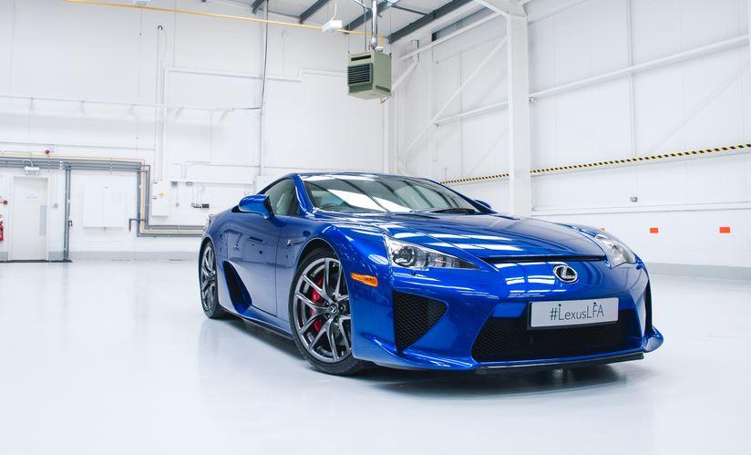 Lamborghini quiere algo del Lexus LFA: ¿Qué demonios hacen grabando el sonido de su V10?