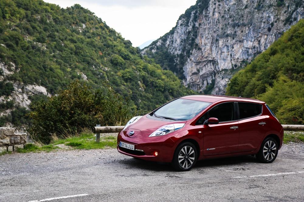 Contacto Nissan LEAF 30 kWh Tekna: Un eléctrico que poco tiene que envidiar a los compactos de combustión