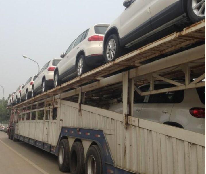 Ojo a la bestia: Así son los camiones de transporte de coches en China… ¿¡hasta 21 coches?!