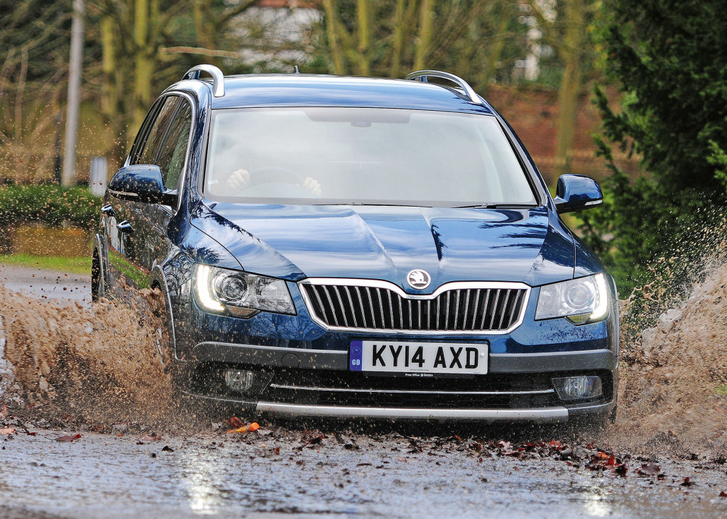 skoda_superb_combi_outdoor_24