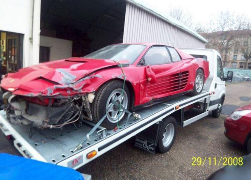 6 años de restauración: El punto de partida era este Ferrari Testarossa de 15.000 euros…